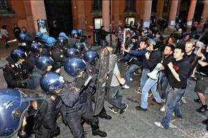 Altro che mele marce, in Italia c'è un laboratorio sulla repressione sociale