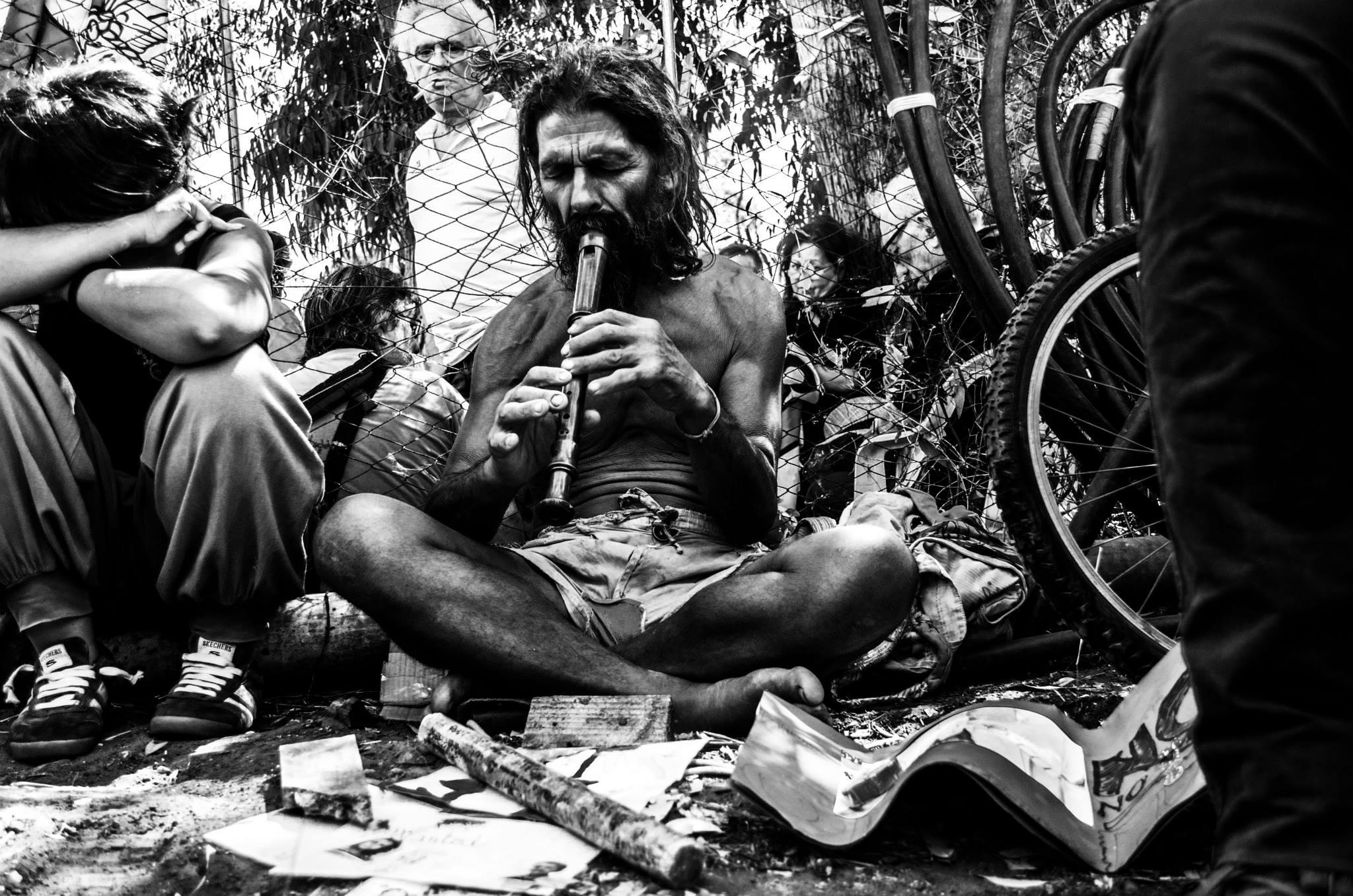 Turi Vaccaro al campeggio No Muos. Foto di Mariaconcetta Bombaci.