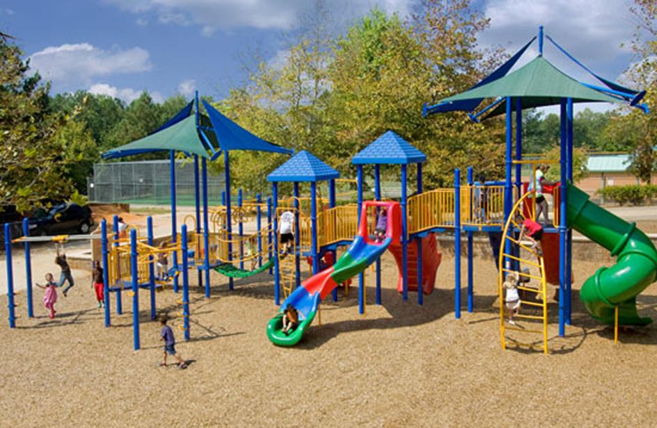 La prefettura di Sondrio vieta ai migranti di frequentare i parchi con bambini - Osservatorio ...