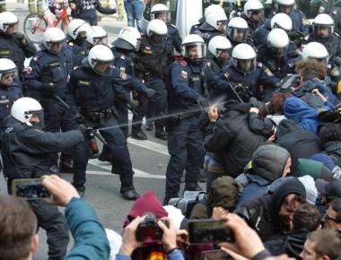 Migranti-scontri-al-Brennero-tra-polizia-e-manifestanti