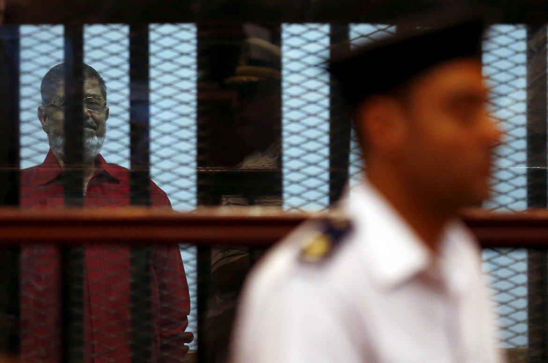 L'ex presidente Morsi dietro le sbarre  ©Reuters