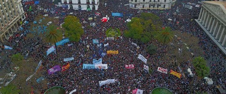 Plaza-de-Mayo-720x300