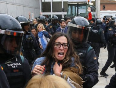 People clash with Spanish Guardia Civil guards outside a polling station in Sant Julia de Ramis, where Catalan president was supposed to vote, on October 1, 2017, on the day of a referendum on independence for Catalonia banned by Madrid.  More than 5.3 million Catalans are called today to vote in a referendum on independence, surrounded by uncertainty over the intention of Spanish institutions to prevent this plebiscite banned by justice.  / AFP PHOTO / Raymond ROIG