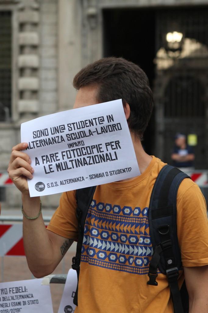 Milano, una protesta degli studenti contro l'alternanza scuola-lavoro © LaPresse