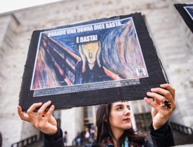 Presidio di 'Non una di meno' per denunciare l'inadeguatezza delle modalità processuali e la mancanza di preparazione di giudici nel tutelare le vittime dei reati di violenza © LaPresse