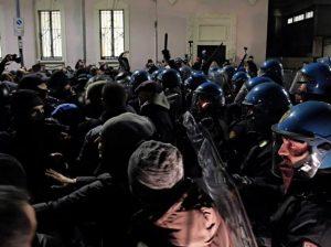 La contestazione a Lealtà Azione in Municipio 4 il 13 Febbraio 2017 (foto La Presse)