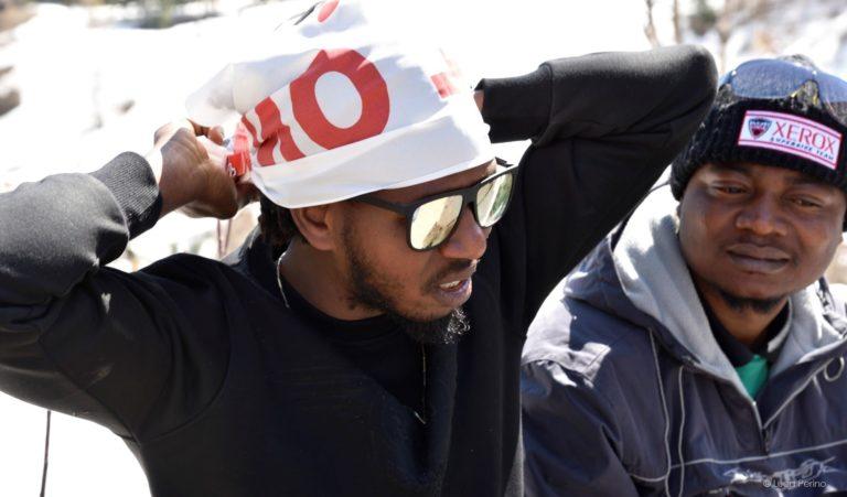 Manifestazione di solidarietà verso i migranti con passeggiata da Claviere al Monginevro (aprile 2018). Foto di Luca Perino