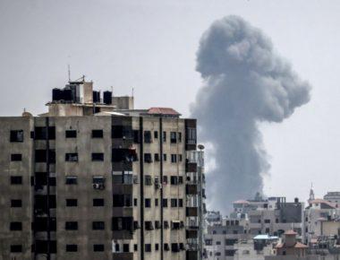 Un bombardamento aereo israeliano su Gaza City, la più pesante offensiva dell'aviazione dal 2014© Afp