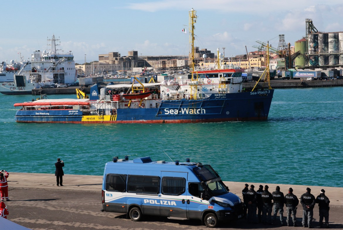 sea-watch-migranti polizia