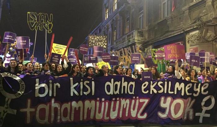 Turchia marcia-delle-donne-a-istanbul