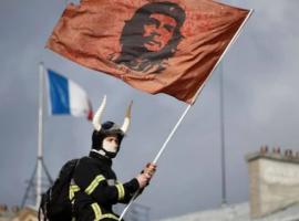Parigi Scontri di piazza tra vigili del fuoco e polizia