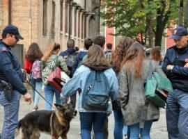 studenti controllo polizia