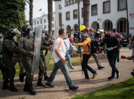 Una protesta per chiedere la liberazione di Omar Radi e Sulaiman Raissouni a Rabat, Marocco, 25 maggio 2021. (Mosa'ab Elshamy, Ap/LaPresse)