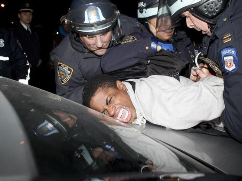 Usa: Giovane afroamericano pestato dalla polizia. Muore tre giorni ...