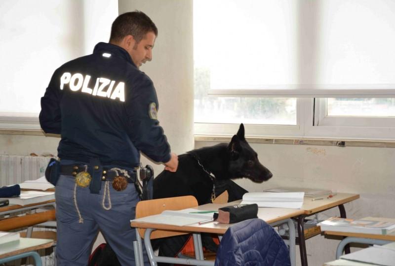 poliziotti a scuola