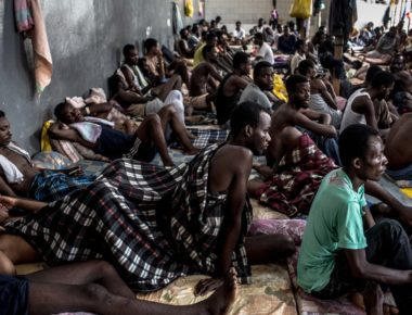 Migranti nel centro di detenzione di Abu Salim a Tripoli © LaPresse