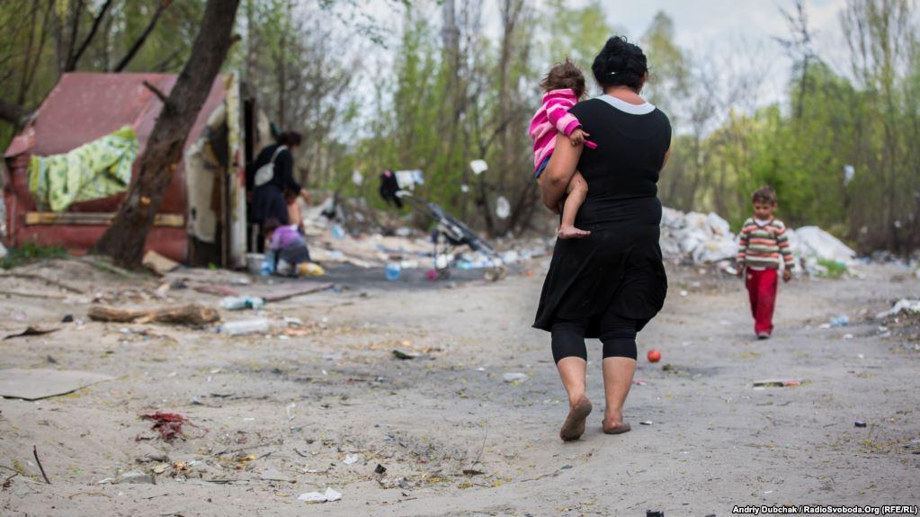 Un fotogramma del video delle devastazioni compiute a Lysa Hora, periferia di Kiev