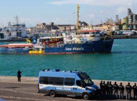 sea-watch-migranti polizia