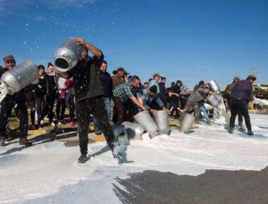 pastori-sardi-latte-protesta-