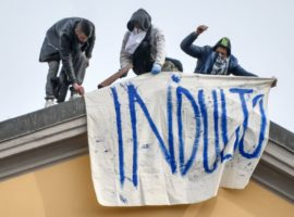 Foto Claudio Furlan - LaPresse  08 Marzo 2020 Milano (Italia)  News Rivolta dei detenuti al carcere San Vittore a causa delle nuove misure per l emergenza coronavirus   Photo Claudio Furlan/Lapresse 09 March 2020 Milan (Italy) Inmates rebellion at San Vitttore prison for the new coronavirus measures