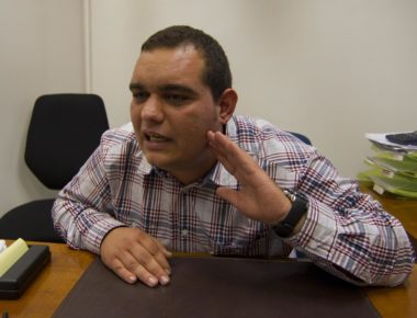 Antonio Speziale, uno dei due ultra' condannati per la morte dell'ispettore capo di polizia Raciti, durante una conferenza stampa all'interno dello studio del suo avvocato, Roma, 12 novembre 2012. ANSA/MASSIMO PERCOSSI