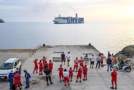 Quarantine ship 'Gnv Azzurra' arrives at Lampedusa's Port, 4 August 2020. ANSA/ALESSANDRO DI MEO