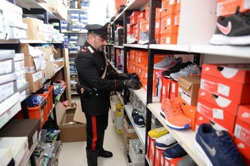 furto scarpe