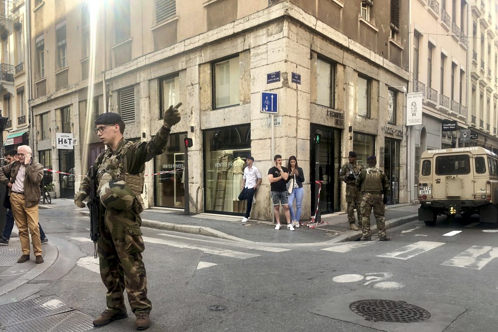 "Soldiers of French anti terrorist plan ""Vigipirate Mission"", secure the area, near the site of a suspected bomb attack in central Lyon, Friday May, 24, 2019. A small explosion Friday on a busy street in the French city of Lyon lightly injured several people, local officials said.  (AP Photo/Sebastien Erome)"