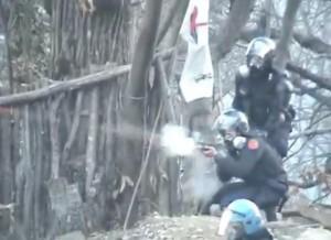 notav - polizia lacrimogeni