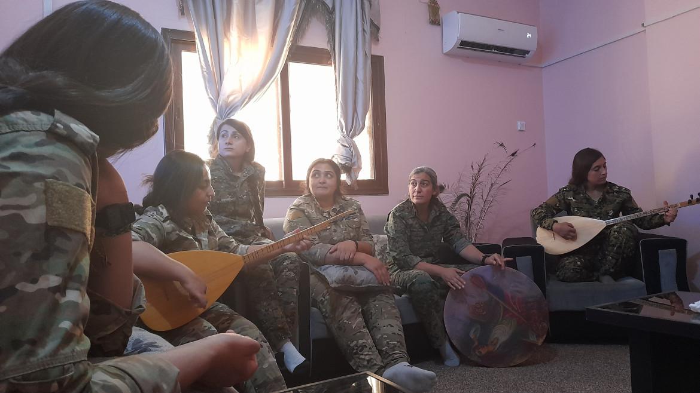 Combattenti delle unità femminili curde Ypj ad Hasakah © Chiara Cruciati